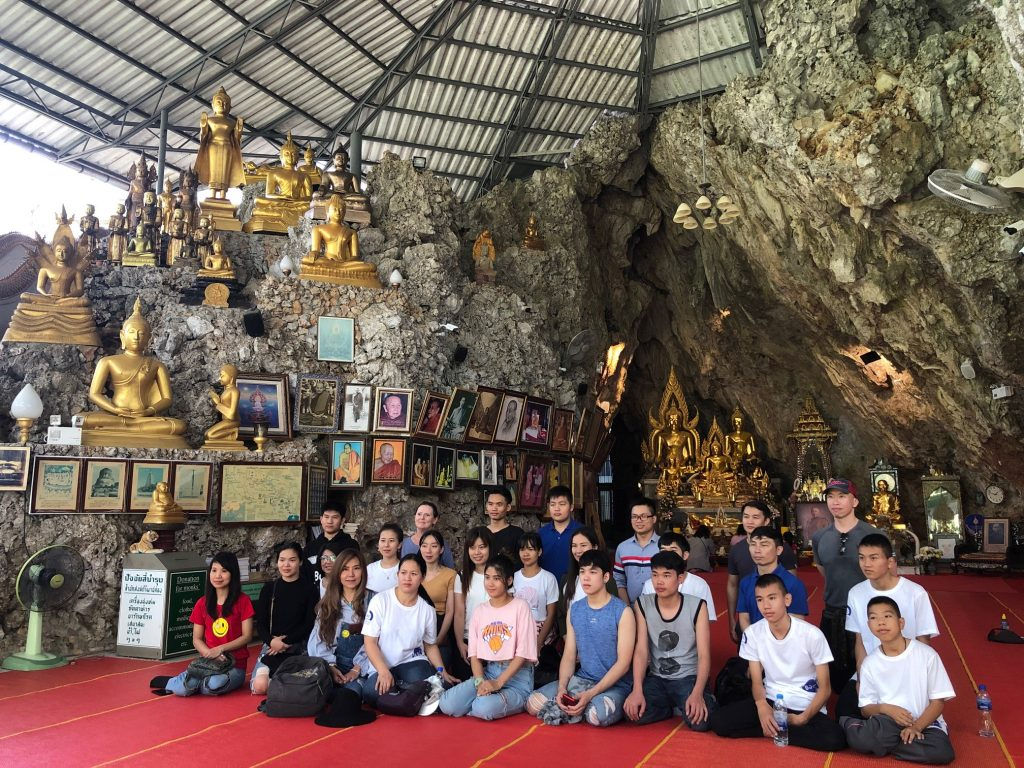 Students paying respects at Chiang Dao monastery